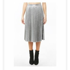 NWT F21 distressed metallic accordion pleat skirt